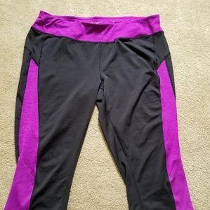 TEK gear stretch capri athletic pants